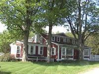 external image of Ten Acres Lodge