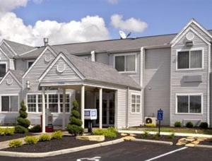 external image of Days Inn & Suites Worthington