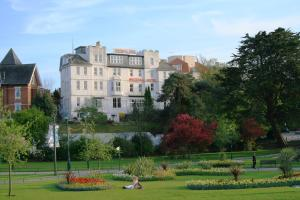 Photo of Whitehall Hotel