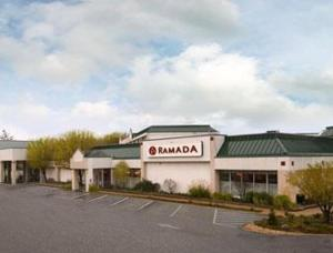 external image of Ramada Inn St. Louis Airport