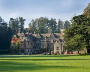 Bibury Court
