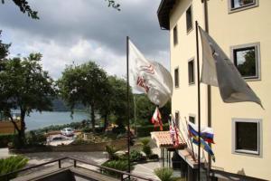 external image of Grand Hotel Villa Dei Papi