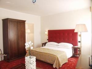 external image of Hotel Subasio