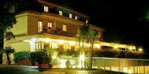 external image of Hotel Pineta Ristorante Castel...