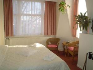 Room Image  3ofStaten Hotel