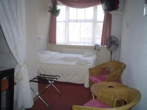 Room Image  4ofStaten Hotel