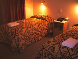 Room Image  1ofHighway Inn