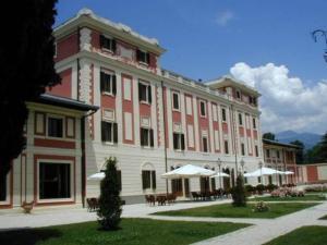 external image of Park Hotel Villa Potenziani