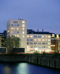 external image of Arcadia Belmondo Hamburg