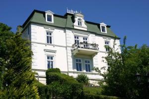 Hotels in ruegen germany accommodation ruegen hotels for Villa sellin rugen