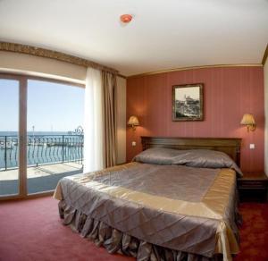 Room Image  4ofMistral