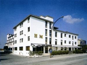 external image of Akross Hotel