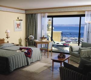 Room Image  1ofGrand Hotel