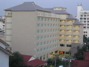 external image of Crown Pattaya Beach Hotel