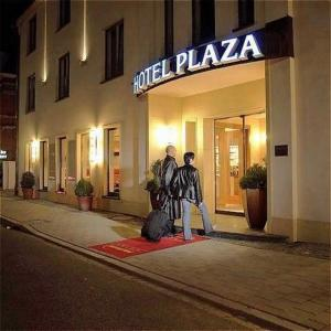 external image of Hotel Plaza