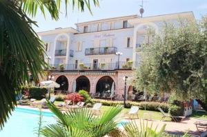 external image of Hotel Peschiera