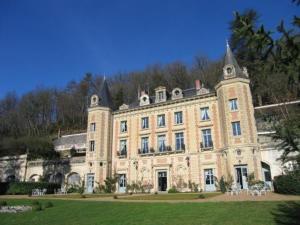 external image of Château De Perreux - Bed & Br...
