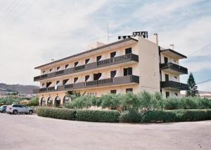 external image of Kamari Hotel