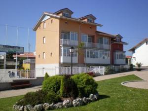 external image of Apartamentos Bañugues