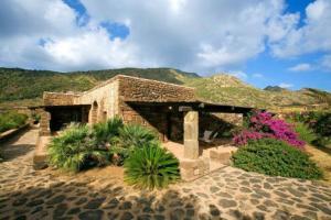 external image of Santa Teresa Resort