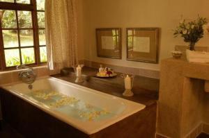 Room Image  4ofJatinga Country Lodge