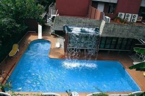 external image of Hotel Carol
