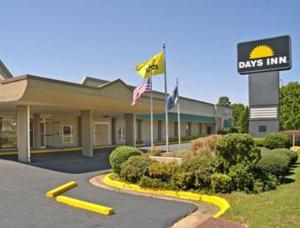 external image of Days Inn Columbus South at Ft....