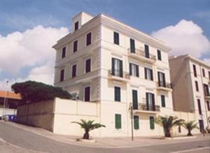 external image of Hotel Miramare