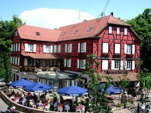external image of A La Maison Rouge Hotel Restau...