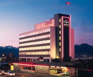 external image of Howard Johnson Plaza Hotel Van...