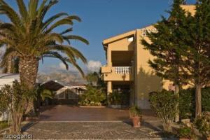 external image of Hotel Riviera