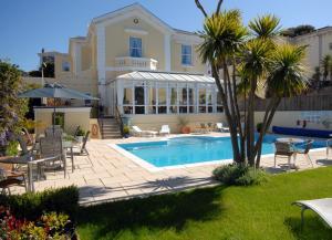 Photo of Riviera Lodge Hotel