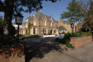 Photo of Cotswold Lodge Classic Hotel