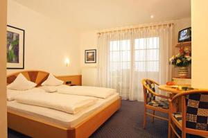 external image of Ruster Resort