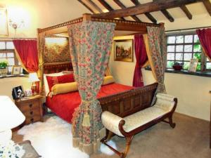 Wizards Thatch Luxury Suites Hotel